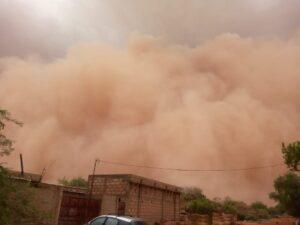Front de poussière arrivant sur la ville de Niamey